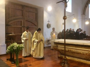 Incensando-el-altar